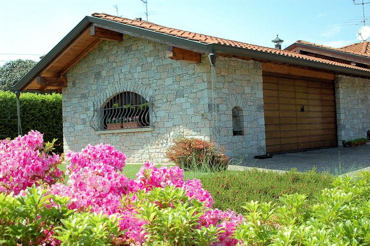 Villa arona network immobiliare lago maggiore for Piani di fattoria con portico